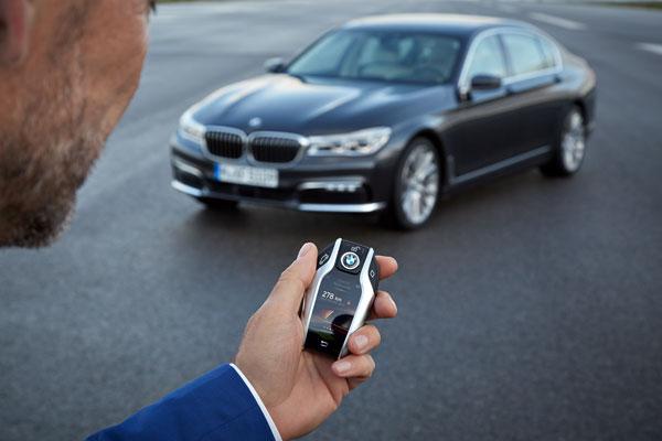 BMW 7er mit Fernbedienung einparken