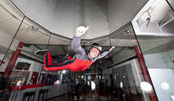 Der Adrenalinkick für echte Männer - Indoor Skydiving im Windkanal.