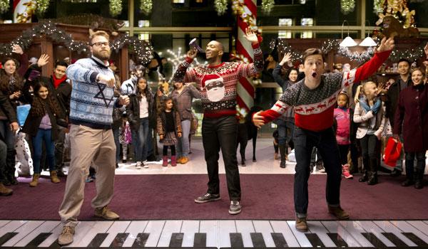 Drei Kumpels stürzen sich in die Nacht, um den 'Nutcracka Ball' zu finden – den heiligen Gral aller Weihnachts-Partys.