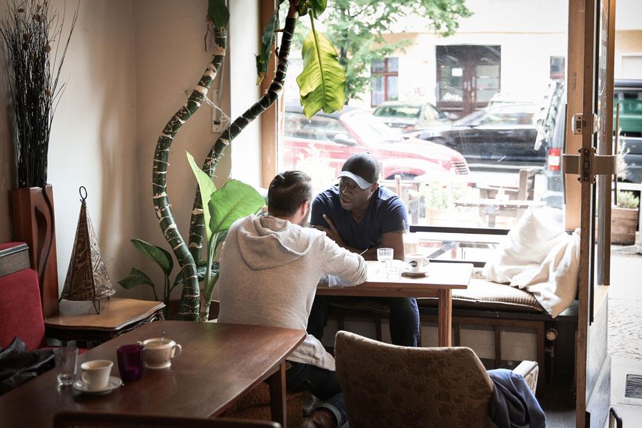Jerry Kwarteng im Cafe