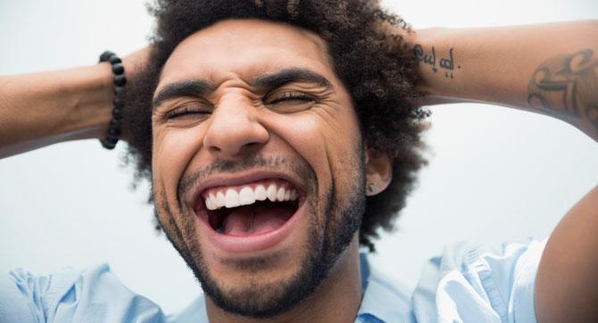 So entfernst du Plaque in 2 Minuten von deinen Zähnen