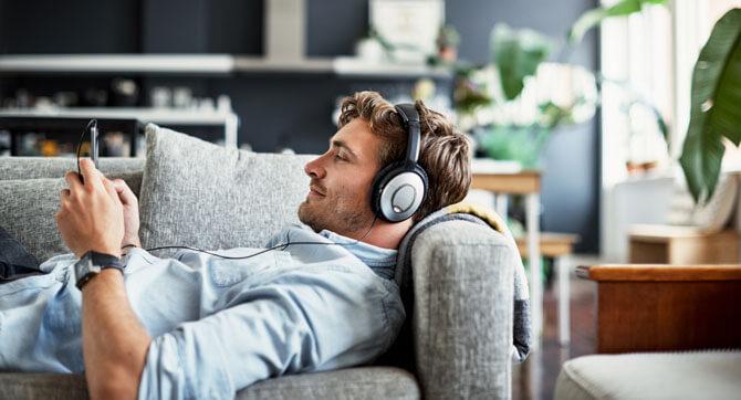 10 dinge die jeder mann zuhause braucht ajoure. Black Bedroom Furniture Sets. Home Design Ideas