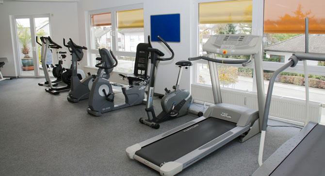 Eigenes Fitnessstudio zu Hause einrichten - das sollte man(n) nicht ...
