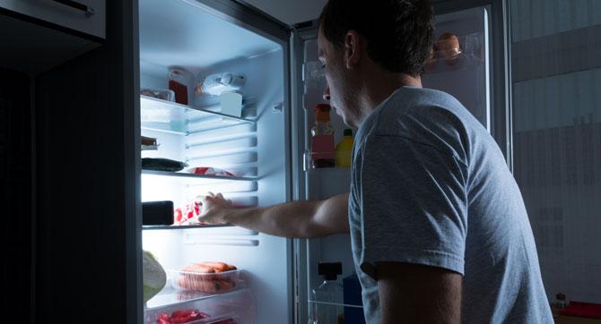 Mythos oder Wahrheit: Macht abends essen dick?