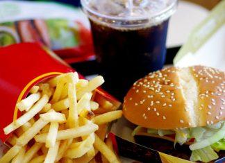 Warum du zum Burger besser keine Cola trinken solltest