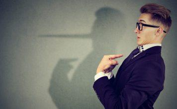11 wichtige Anzeichen dafür, dass dich jemand belügt
