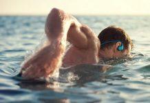 Schwimmen mit Kopfhörer: darauf solltest du achten!