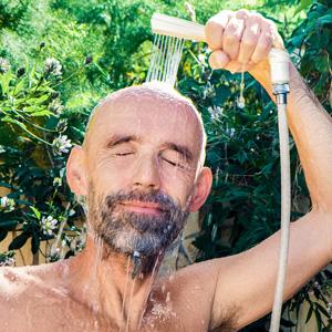Haare waschen mit Coffein Shampoo
