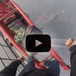 Urban Climber auf dem Shanghai Tower in 650m Höhe.