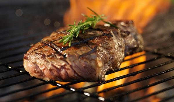 Sommerzeit ist Steakzeit - Wie bereitest du ein Steak auf dem Grill richtig zu?